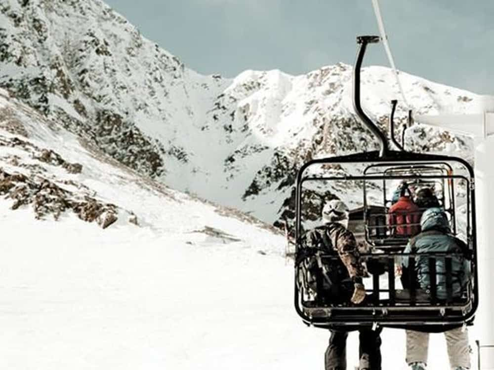 These ski resorts in the US are some of the best places to travel to for your next vacation! Here are our top favorite slopes!