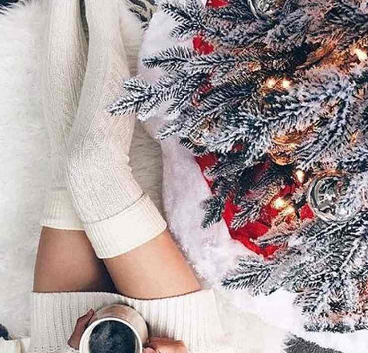 These Christmas dorm room decor ideas will have your dorm looking like a winter wonderland. Check out how to transform your dorm!