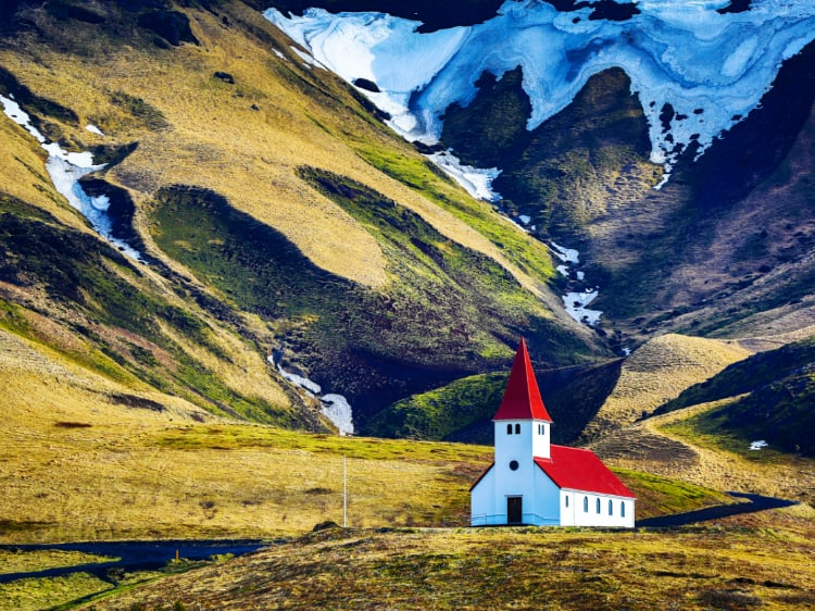 Overwhelmed by all the attractions your trip to Iceland has to offer? Get organized with this handy travel guide!