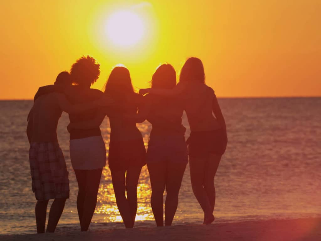 When navigating through life it can be difficult to select the right friends. Here are some key components to think about when choosing the right friends!