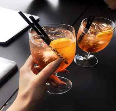 Great and simple cocktail recipes are often hard to come by, epsecially when tryingto impress for a cute, Girls Night in.