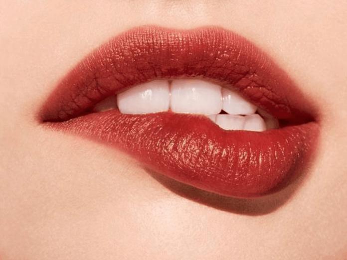 09243f25fbd 8 Best Lip Scrubs: Say Goodbye To Chapped Lips - Society19