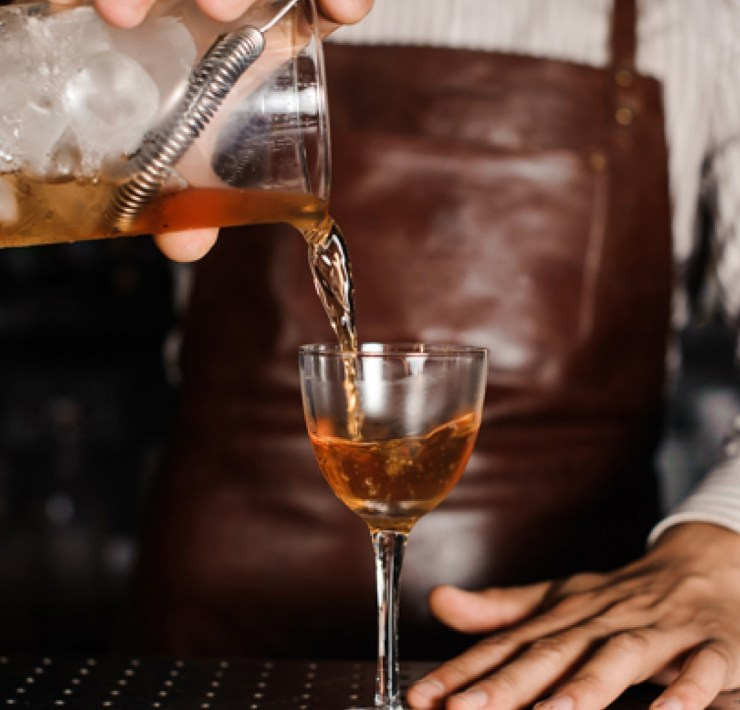10 Signs You're A Server Or Bartender