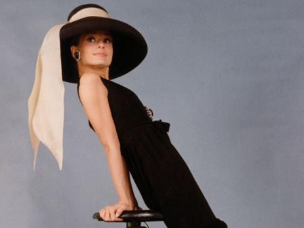 10 Ways To Dress Audrey Hepburn Style