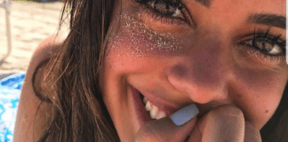 10 Tropical Nail Colors Perfect For Beach Season