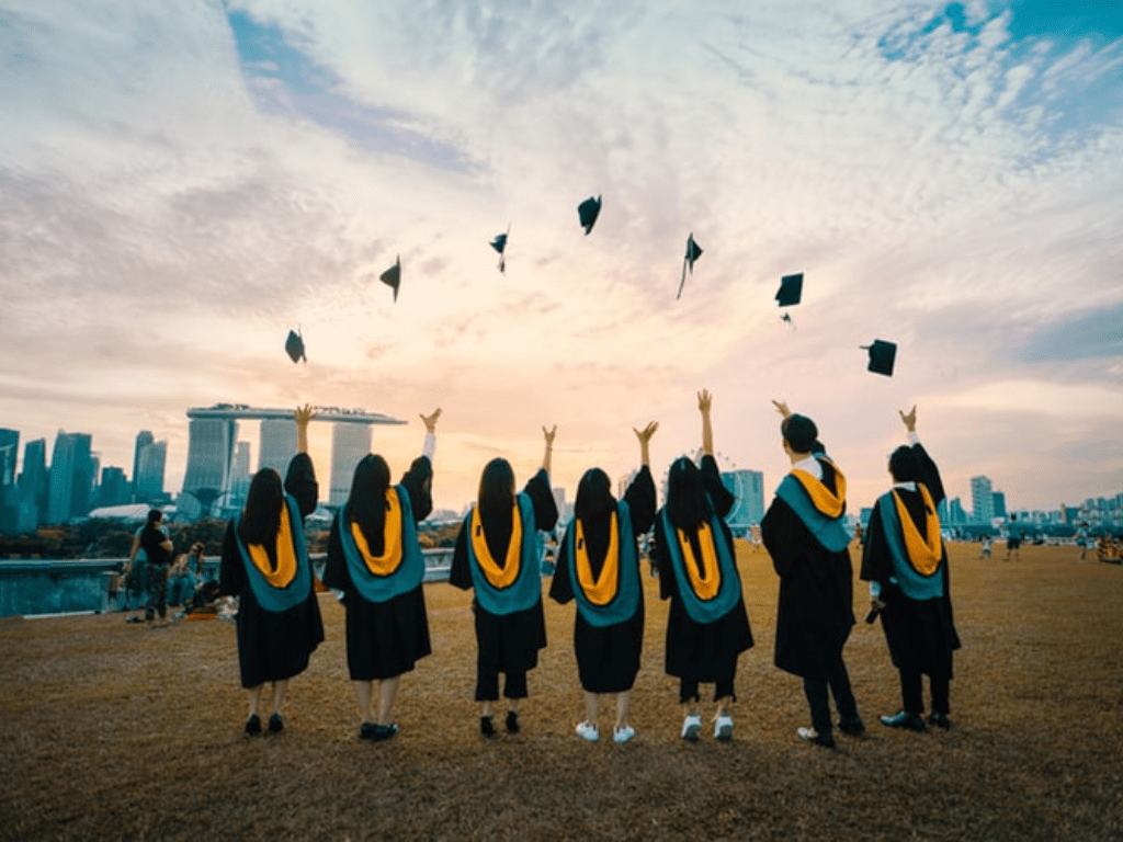 The Best Tips For Keeping Friendships After Graduation