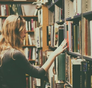 bookstore date, 5 Ways To Make A Bookstore Date The Best Date You've Ever Been On