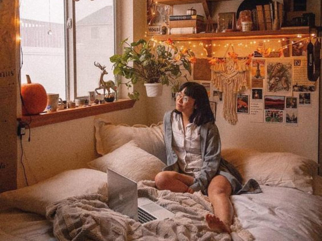 How To Make Your Dorm Room A Little More Seasonal This Fall