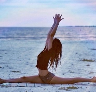 10 Easy Stretching Methods To Help You Become More Flexible