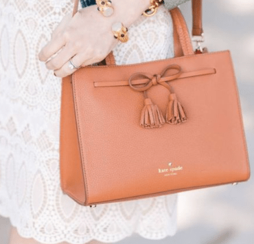 Essential Items To Keep In Your Purse