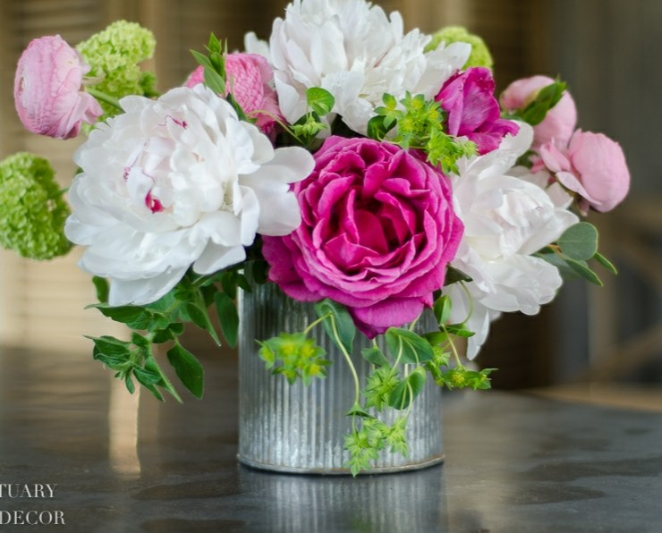 15 Gorgeous Flower Arrangements You Need For Your Easter Gathering