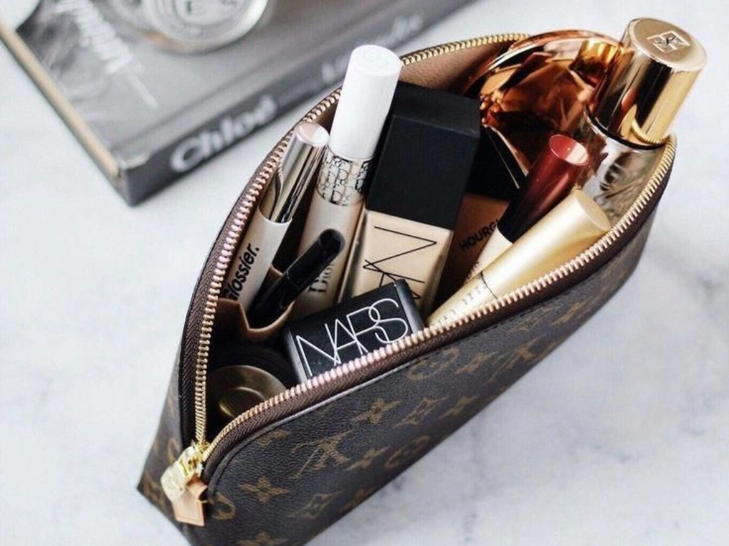 These Are The Essentials You Need In Your Makeup Bag