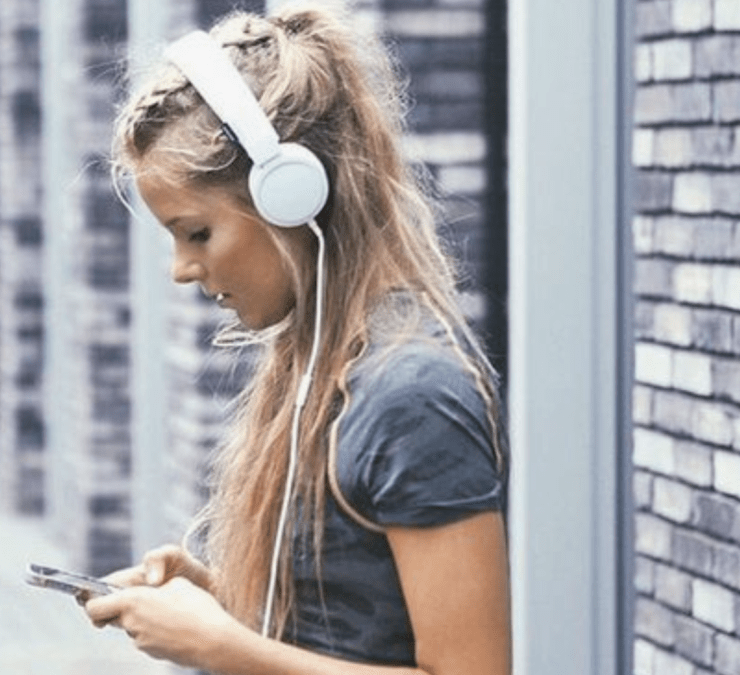 15 Podcasts On Spotify That Are Entertaining