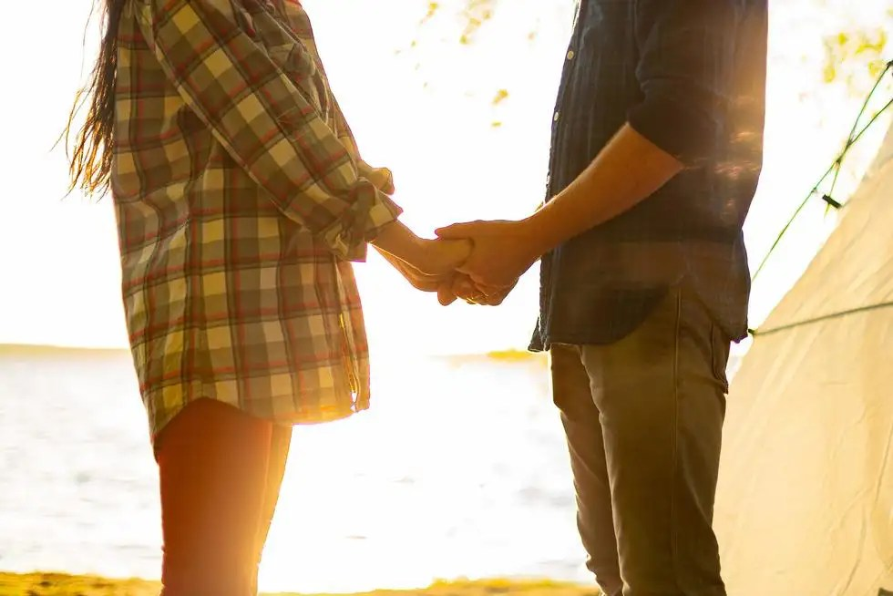 20 Body-Language Signs That Could Mean He's Totally Into You