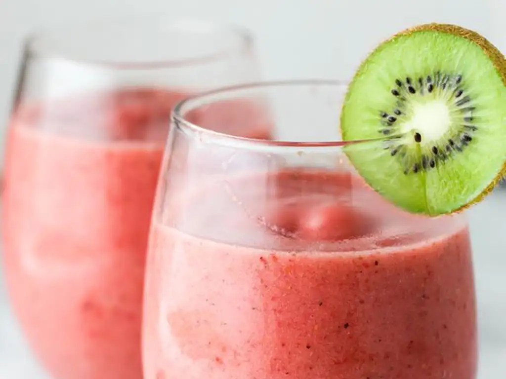 Best Smoothies To Make In The Summer - Society19
