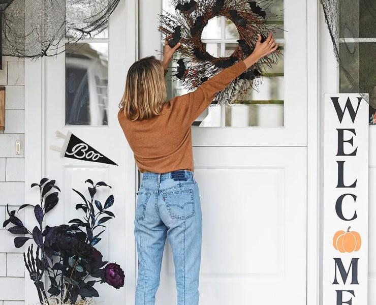 10 Incredible Halloween Wreaths For The Spooky Season