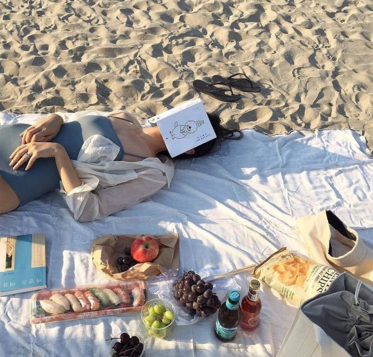 10 Books That Are Perfect For Lounging By The Pool This Summer