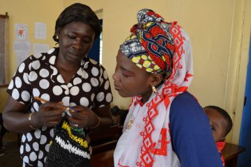 Plastikmüll Häkeln mit Plastikmüll in Togo (Christine Bertschi)