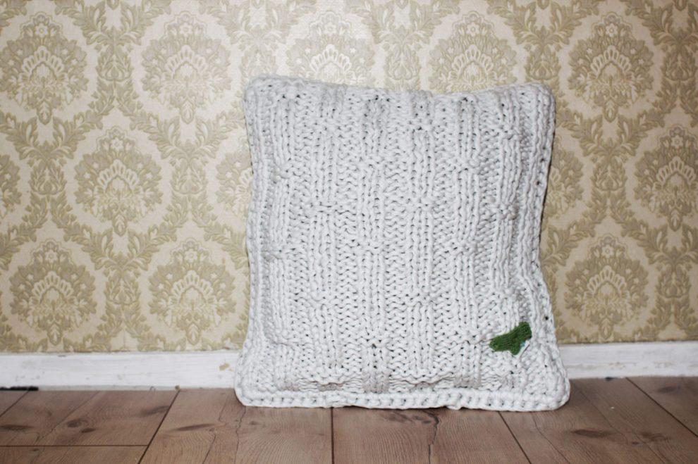 anleitung kissen stricken aus textilgarn inkl pdf sockshype. Black Bedroom Furniture Sets. Home Design Ideas
