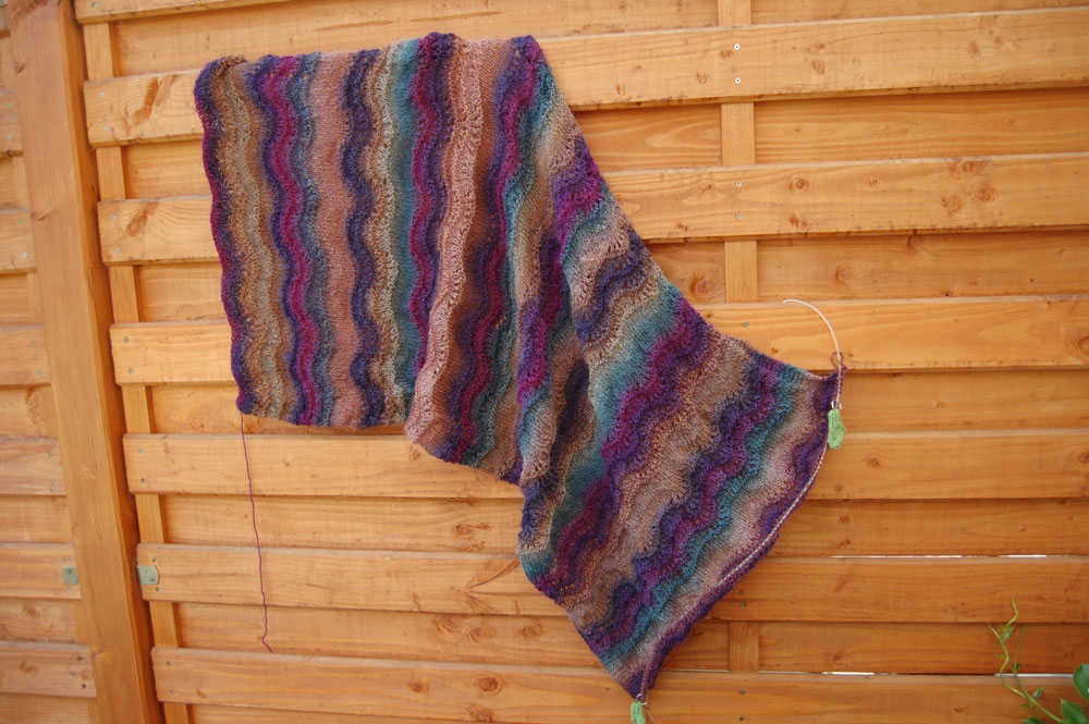 Tuch color flow auf sockshype scarf How to: Knit a scarf with wave pattern
