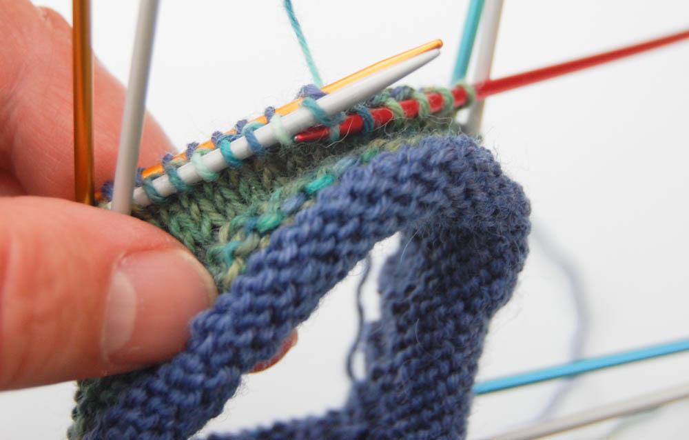 Regia Pairfect Socken stricken Rollrand Zackenmuster-4  Anleitung: Regia Pairfect - Socken stricken mit Rollrand und Zickzackmuster