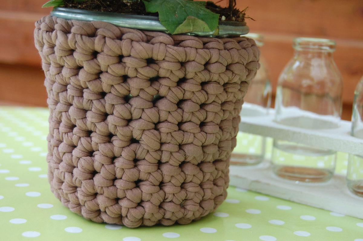 Blumentopf umhäkeln ohne Blume blumentopf umhäkeln Anleitung: Blumentopf umhäkeln mit Textilgarn
