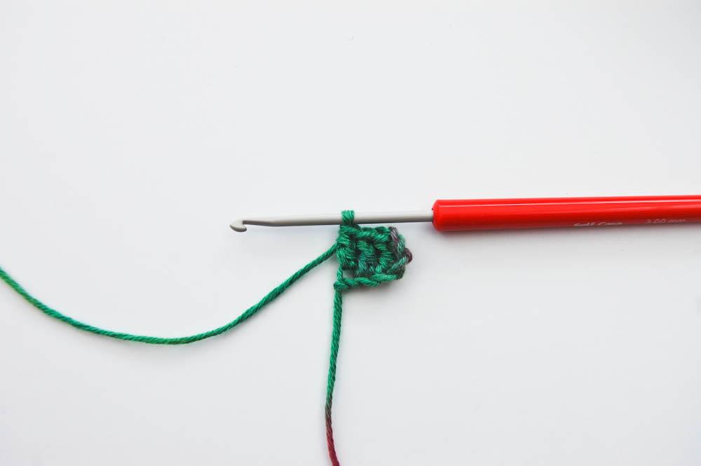 Ecke-zu-Ecke-häkeln Schal-Beginn_3 Stäbchen  Anleitung: Schal im Muster Von Ecke zu Ecke häkeln