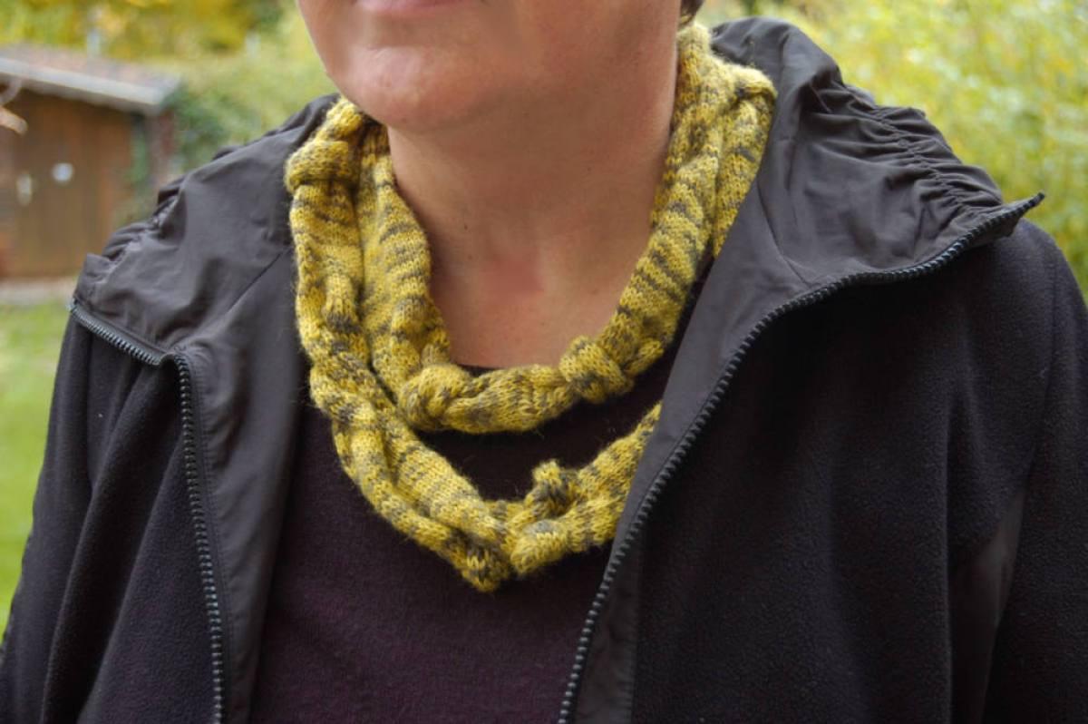gestrickter Knoten-Schal  Anleitung: Dekorativer gestrickter Knoten-Schal