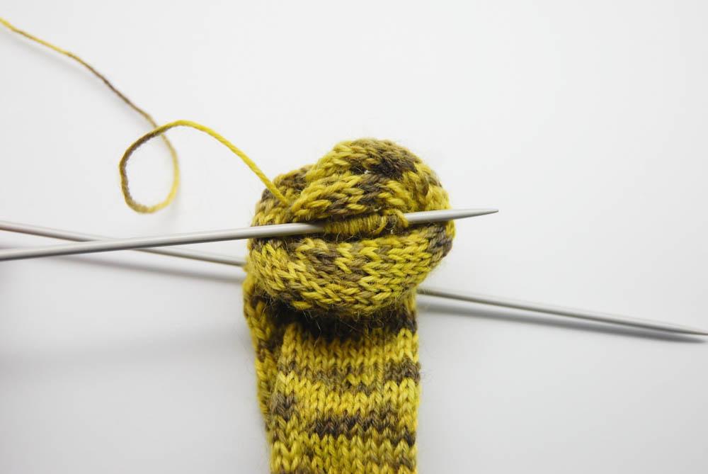gestrickter Knoten-Schal-3  Anleitung: Dekorativer gestrickter Knoten-Schal