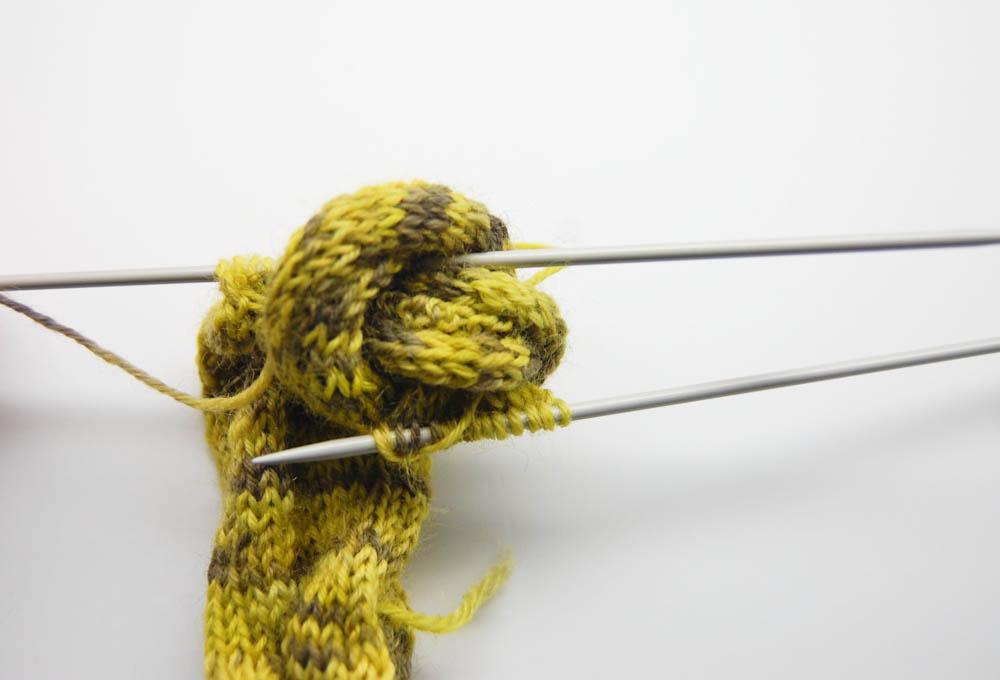 gestrickter Knoten-Schal stricken-4  Anleitung: Dekorativer gestrickter Knoten-Schal