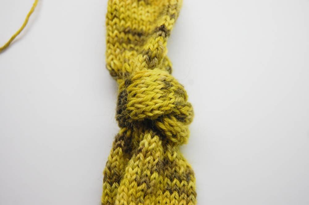 gestrickter Knoten-Schal-7  Anleitung: Dekorativer gestrickter Knoten-Schal