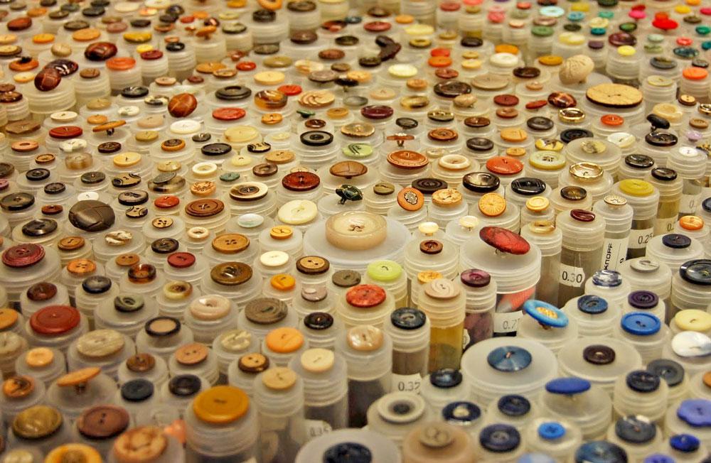 Knopfangebot Markt knopf Zugeknöpft - Der Knopf, Verschluss und Dekoration