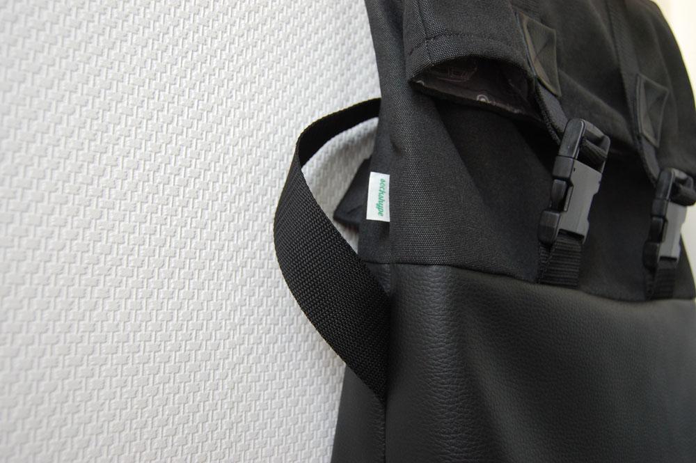 Rucksack nähen - Label einnähen  Anleitung: Schicken Rucksack nähen - Basismodell