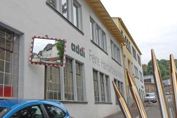 Werksbesichtigung bei addi - Firmengebäude werksbesichtigung bei addi Werksbesichtigung bei addi: Qualitätsnadeln – Made in Germany