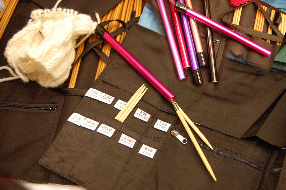 geschenke-fuer-stricker-nadelhalter-fuer-rundstricknadeln  17 geniale Geschenke für den Strickfan