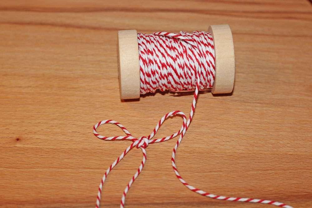 weihnachtliche Geschenkverpackungen - Bäckergarn  Weihnachtliche Geschenkverpackungen mit Packpapier, Nähmaschine & Co.