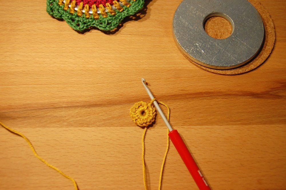 Nähgewichte umhäkeln - Schritt 1 nähgewichte umhäkeln Anleitung: Mandala Nähgewichte umhäkeln