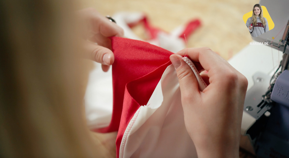 Badeanzug selber nähen: Schritt zusammen nähen  Anleitung: Badeanzug selber nähen (Schnittmuster zum Herunterladen)