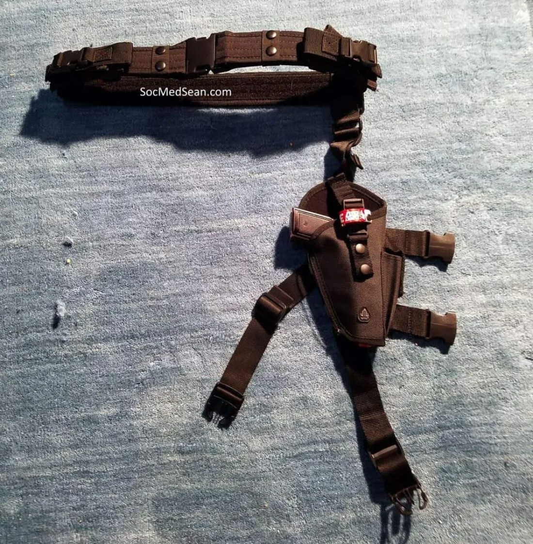 This utility belt and leg holster combo are comfortable and allow for the pistol to be secured per con prop rules