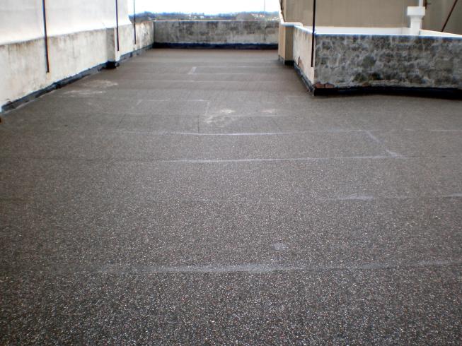 Impermeabilización de cubiertas. Protección de EPDM con caucho reciclado