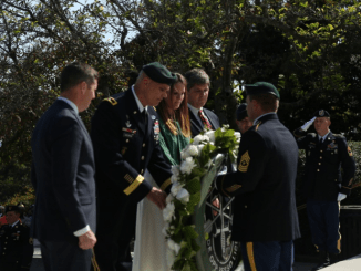 Green Beret Wreath laying ceremony at gravesite of President John Kennedy (photo by SFC Ron Shaw DVIDS Oct 2016)
