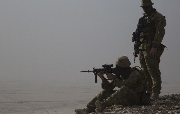An Australian soldier scans the horizon in Iraq. Phot by Specialist Eric Cerami, US Army, Oct 1, 2018.