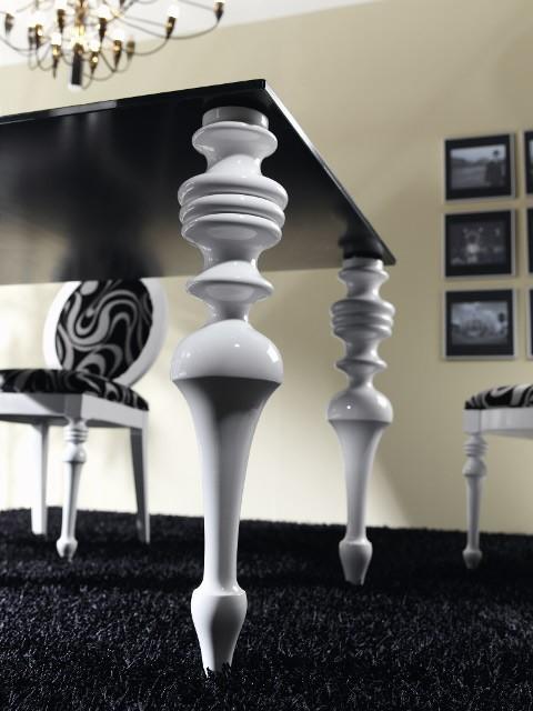Mesa de Comedor con Tapa Cristal y Patas Torneadas