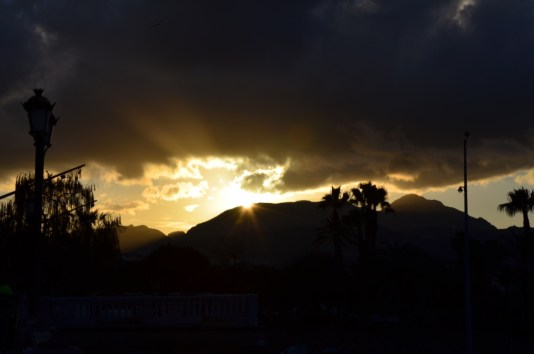 Wolkenbruch abends in Ceuta