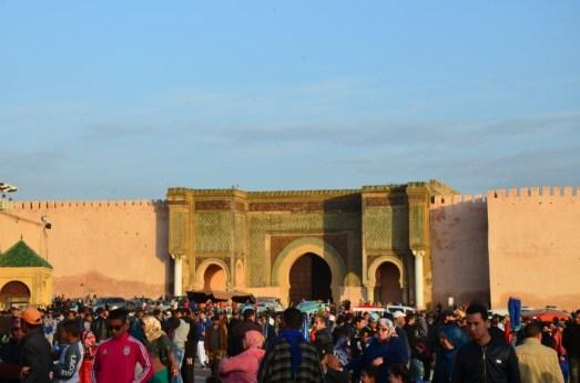 Der Platz vor der Medina mit dem berühmten Tor