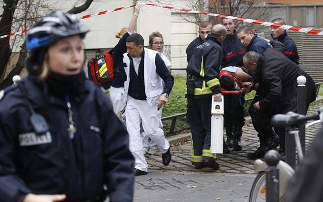 Σε κατάσταση συναγερμού η Γαλλία, χτυπήματα σε όλη τη χώρα