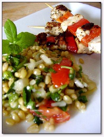 Tavuk sis - bulgur salatasi