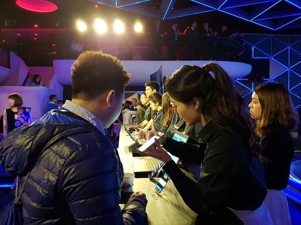 三星 Galaxy S7/S7 Edge 強勢登場,3/11預購限量贈送 Gear VR 20160310_143311