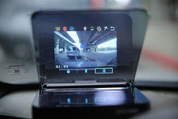 SmartHUD 智慧抬頭顯示器(EL-101),老車也能升級車聯網頂級配備 image005