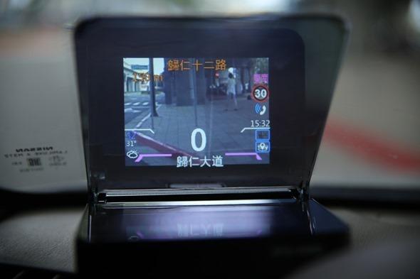SmartHUD 智慧抬頭顯示器(EL-101),老車也能升級車聯網頂級配備 image007